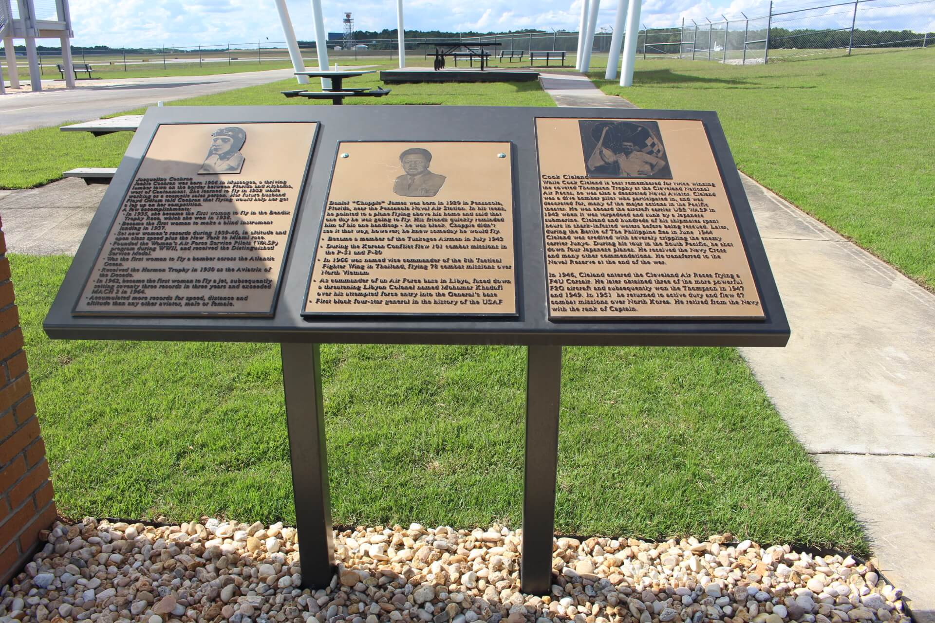 Aviation Discovery Park Plaques